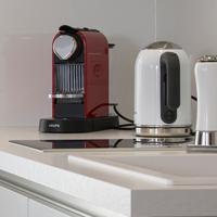 Nespresso-Maschine, Wasserkocher, Ceran-Kochfeld